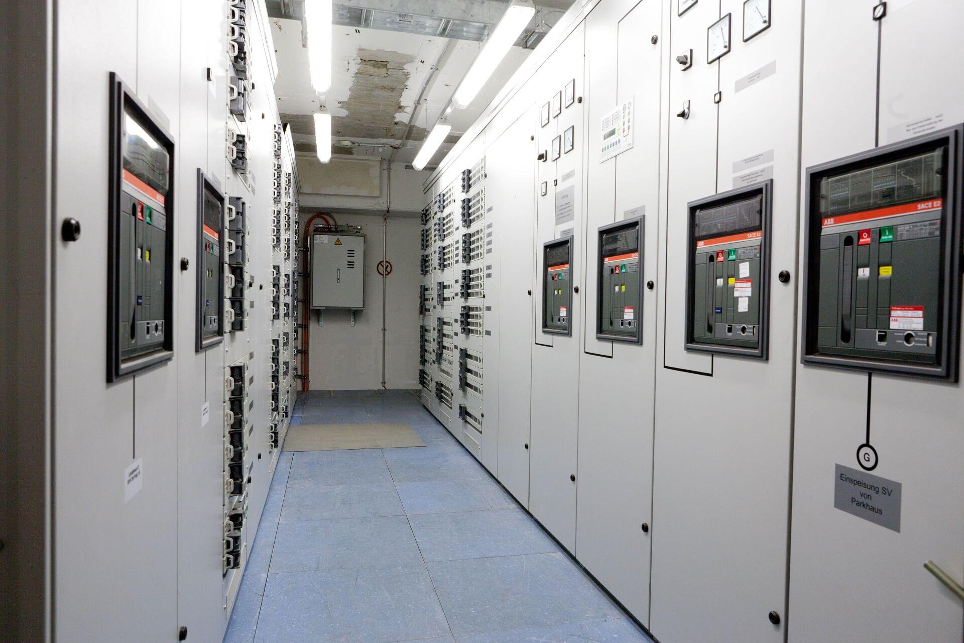 <p><strong>ENERGIETECHNIK</strong></p> <p>Unsere Lösungen für Ihr Unternehmen</p>